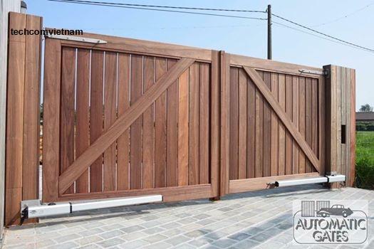 Mẫu cổng gỗ mở tay đòn tự động